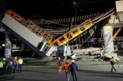 Pod soupravou metra v  hlavním městě Mexika se zřítil most, zemřelo nejméně 20 lidí