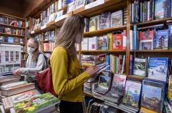 Zákazníci se vrátili do knihkupectví v Hradci Králové