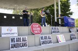 Demonstrace proti násilí na komunitě amerických Asiatů