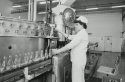 Nápoj Coca-Cola se v Československu začal prodávat v roce 1971