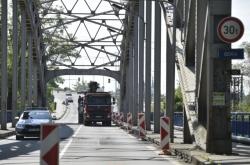 Uzavřený most přes řeku Odru