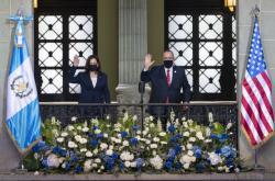 Viceprezidentka USA Harrisová a prezident Gutemaly Giammattei
