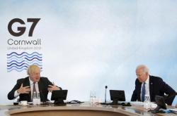 Boris Johnson a Joe Biden během diskuse
