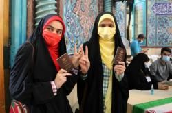 Íránci volí v prezidentských volbách