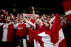 Fotbaloví diváci slaví na kodaňském stadionu