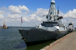 Torpédoborec britského královského námořnictva zakotvený v černomořském přístavu v Oděse