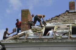 Oprava poničených střech na jižní Moravě