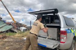 Pyrotechnik odváží munici nalezenou v Hruškách k likvidaci