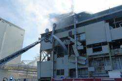 Zásah hasičů po výbuchu v Lovosicích