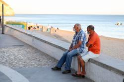Lidé s rouškami v Portugalsku