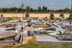 Zničený hřbitov v Hruškách