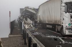 Nehoda kamionů na D8