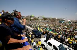 Bolsonaro promlouvá k příznivcům