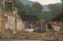 Sutiny domu v Koryčanech po výbuchu plynu