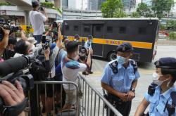 Hongkongská policie přiváží obžalovaného k soudu - Ilustrační foto