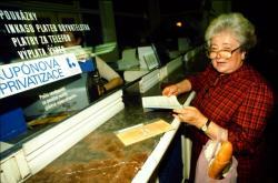 Před třiceti lety začala kupónová privatizace