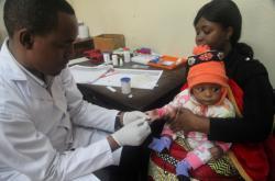 Test na malárii v Tanzánii