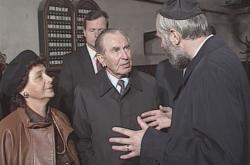Izraelský prezident navštívil synagogy a Terezín