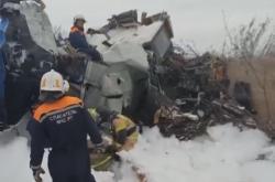 Trosky letadla, které se zřítilo u letiště v ruském Menzelinsku