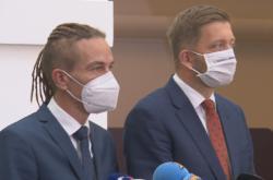Předseda Pirátů Ivan Bartoš a předseda Starostů Vít Rakušan