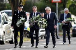 Keir Starmer a Boris Johnson položili věnce na místo, kde byl ubodán David Amess