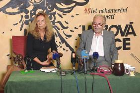 Lenka Procházková a Karel Srp