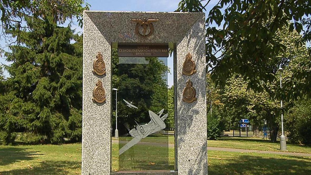 Památník letcům RAF na Letišti Václava Havla