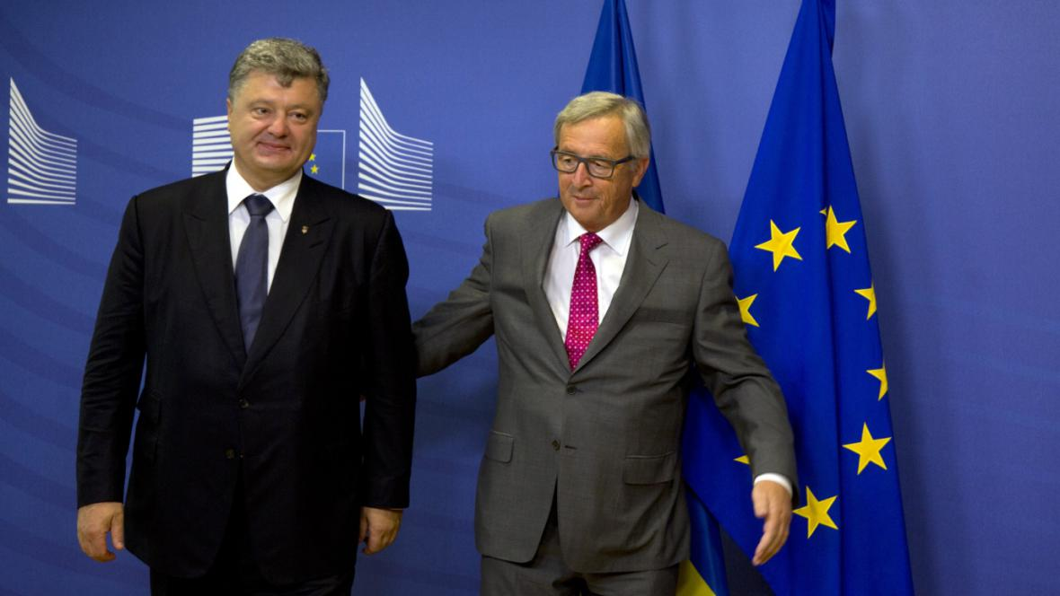 Ukrajinský prezident Petro Porošenko a šéf Evropské komise Jean-Claude Juncker