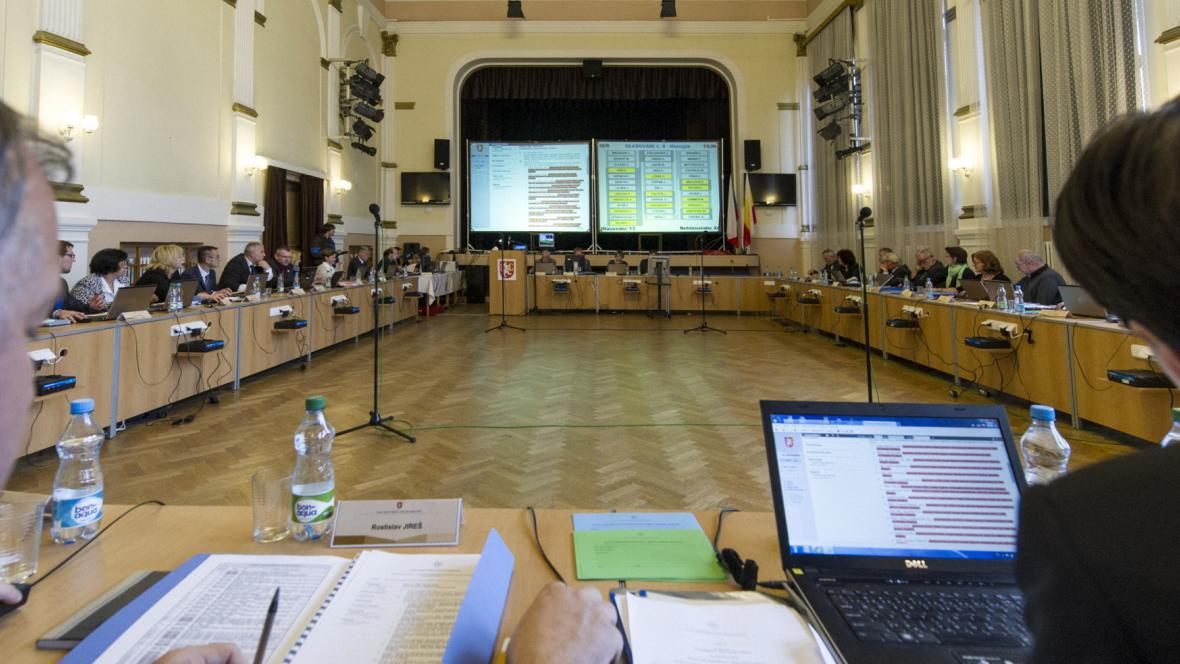 Schůze hradeckého zastupitelstva