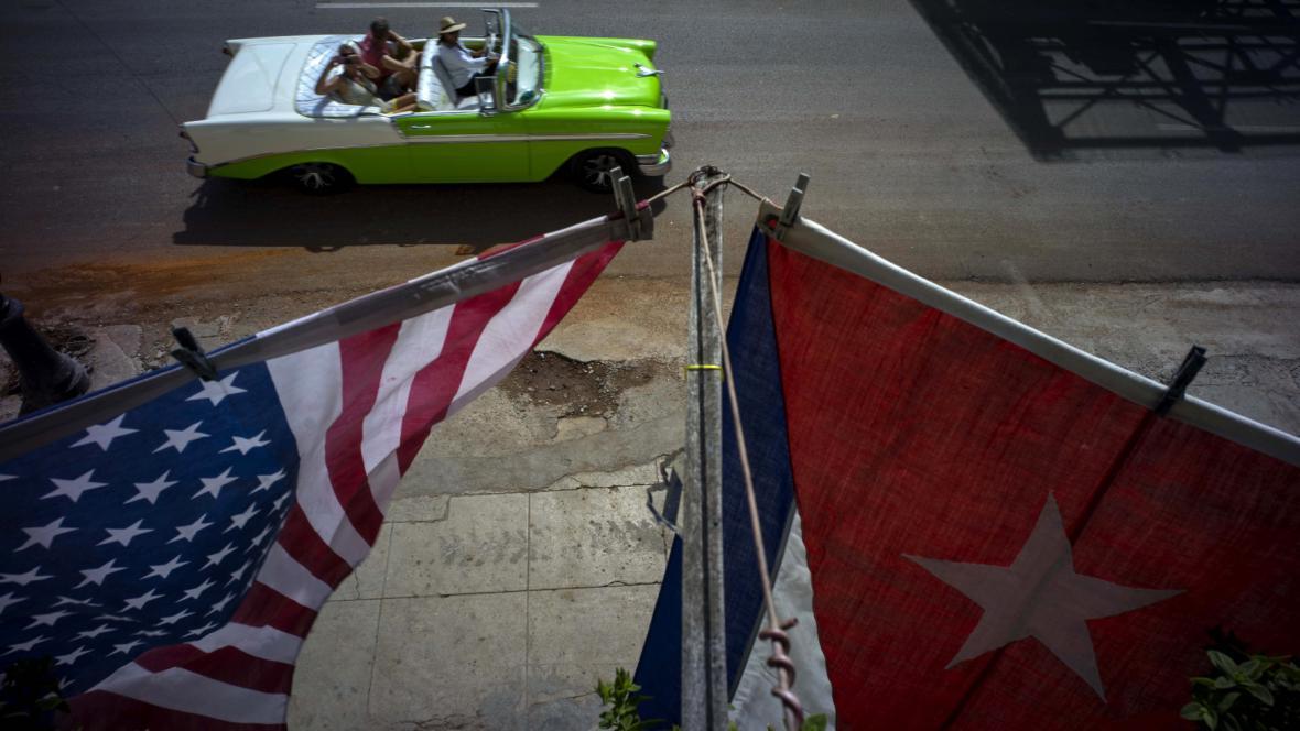 Vlajky USA a Kuby