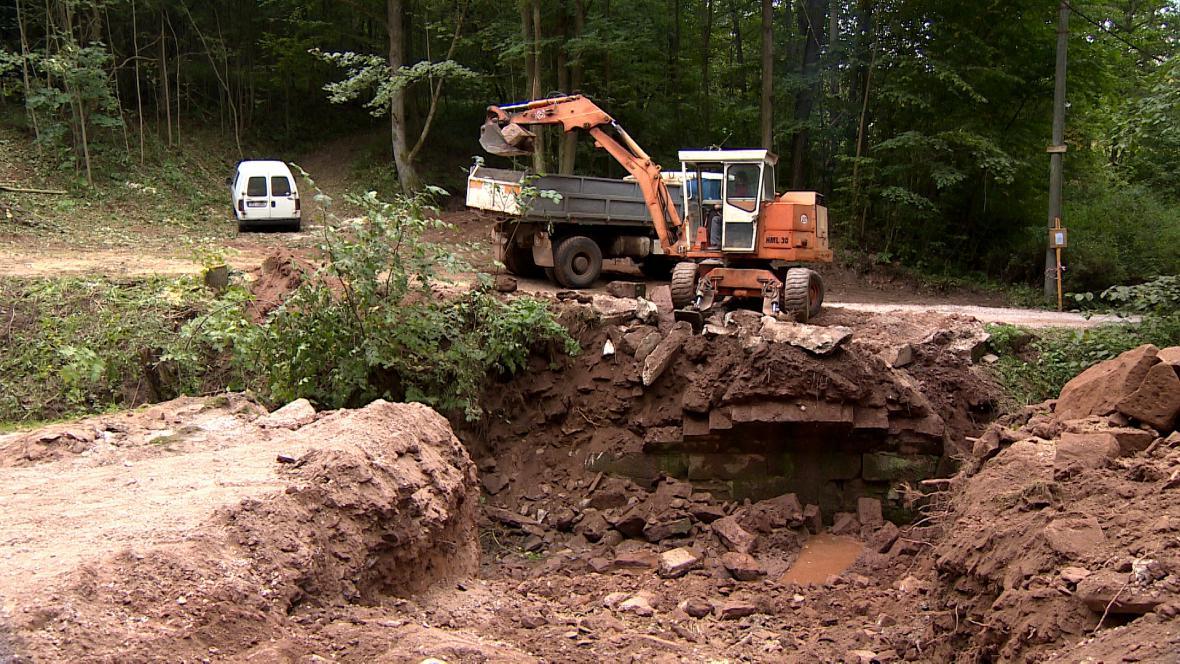 V Rudníku likvidují škody po povodni z roku 2013