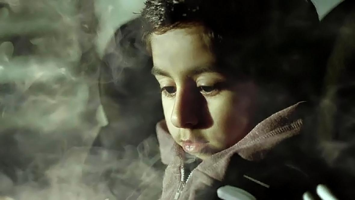 Británie zakázala kouření v autech s dětmi