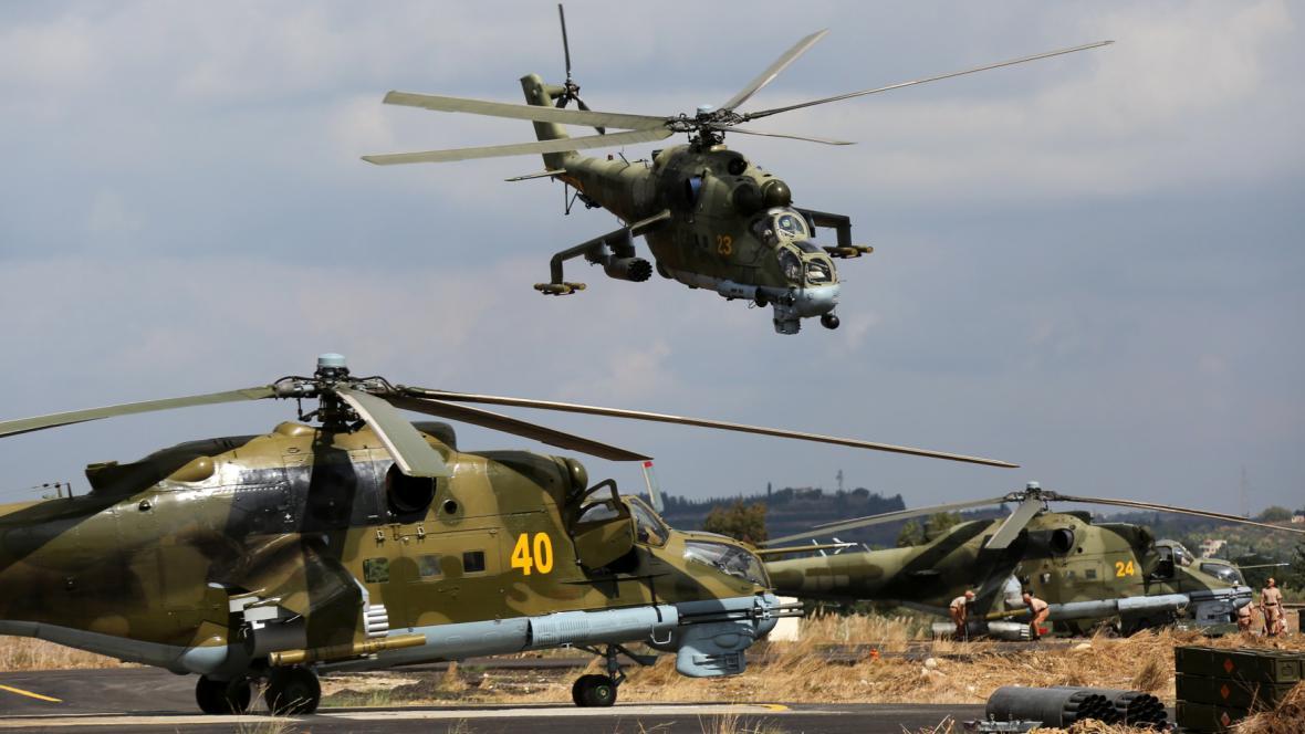 Ruské helikoptéry na základně v Sýrii