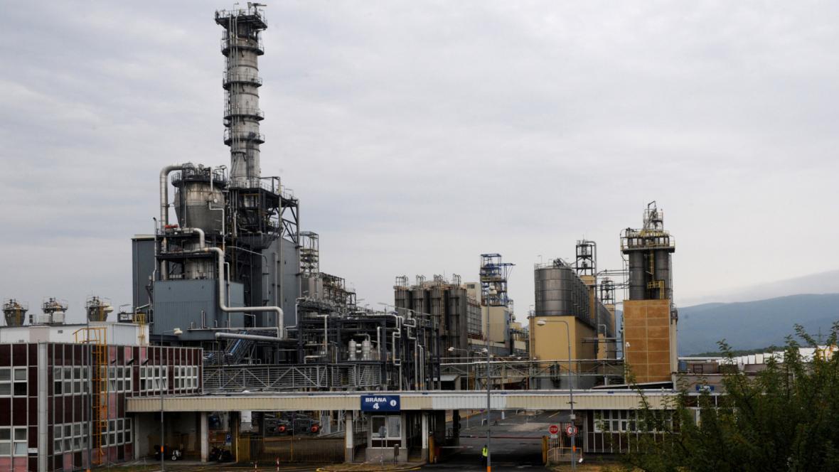 Petrochemický areál Unipetrolu v Záluží u Litvínova na Mostecku