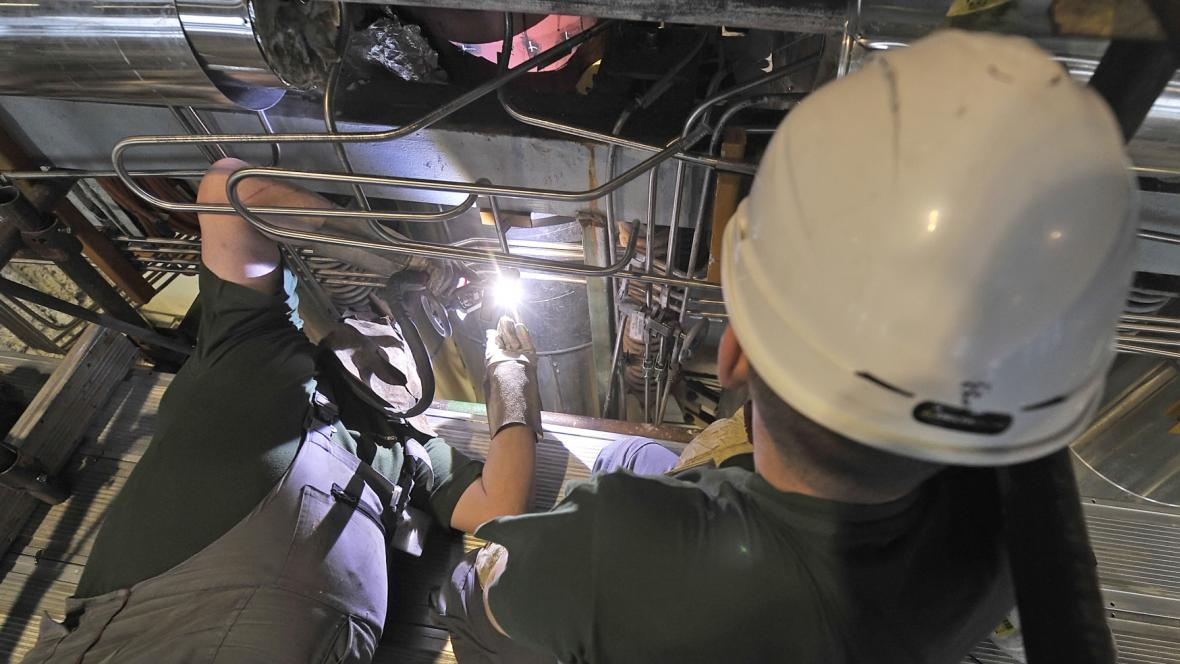 Opravy a kontroly svarů na nejaderné části elektrárny Dukovany