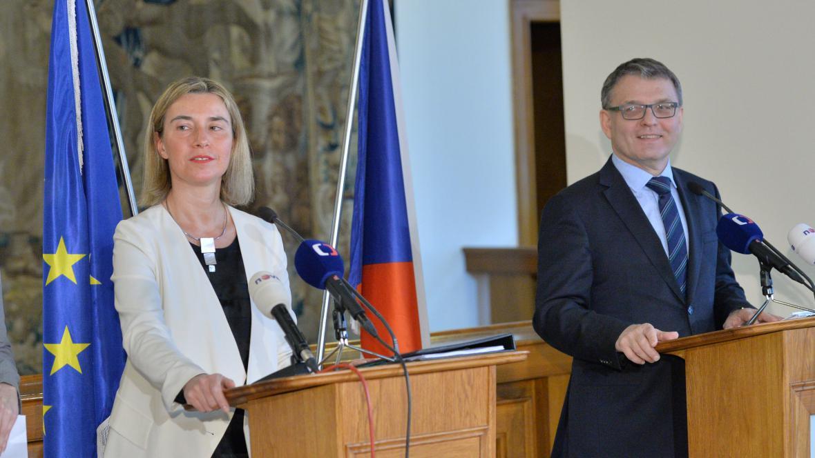 Federica Mogheriniová a Lubomír Zaorálek