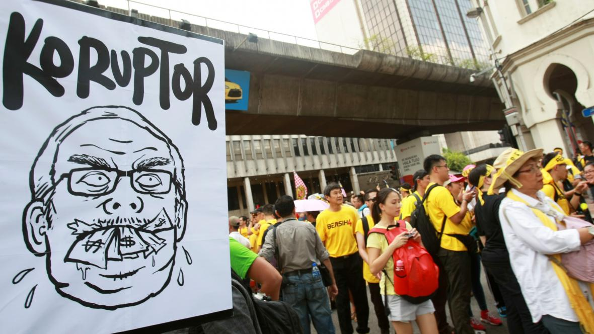 Demonstrace proti premiérovi Razakovi v Kuala Lumpur