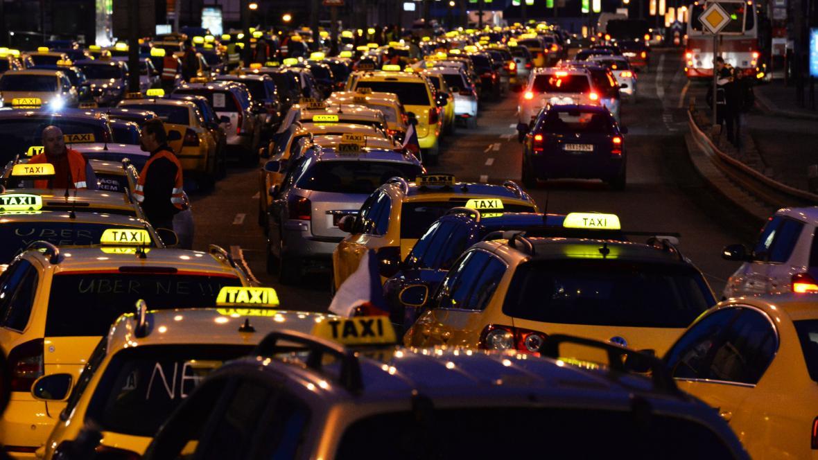 Protest taxikářů na pražské magistrále