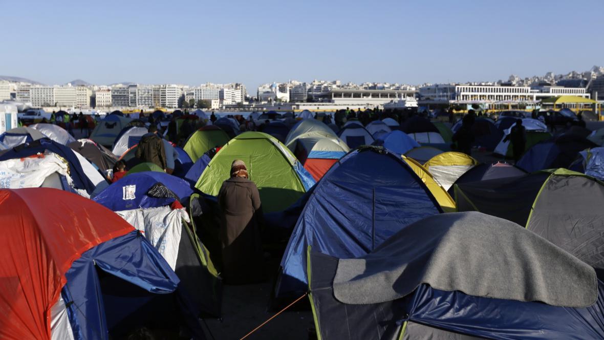 Uprchlíci v přístavu Pireus u Atén