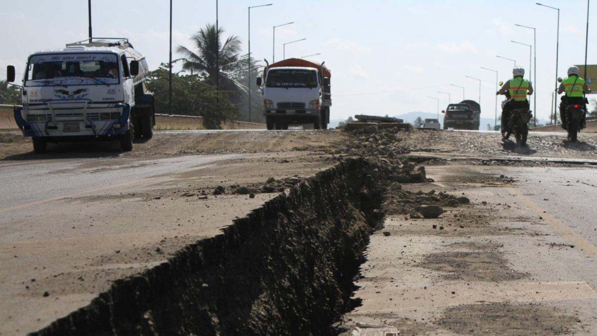 Ekvádor zasáhlo silné zemětřesení