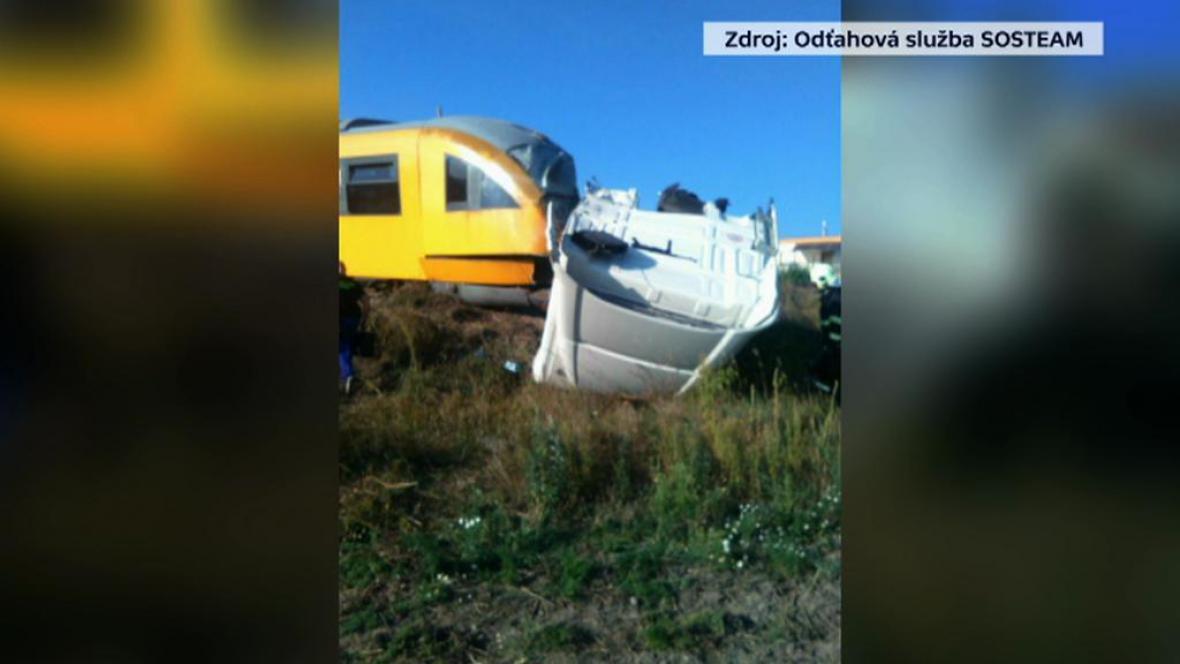 Srážka vlaku RegioJet s kamionem na Slovensku