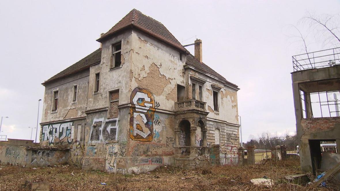 Historické vily v Praze 6 jsou v havarijním stavu