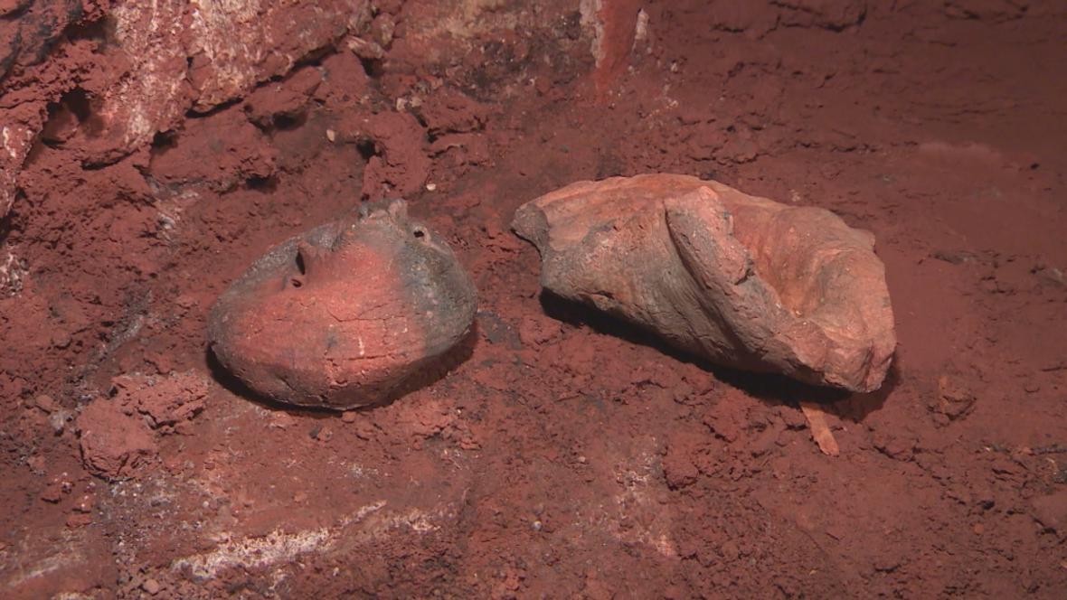 Vyplavená amforka je stará asi 3 tisíce let