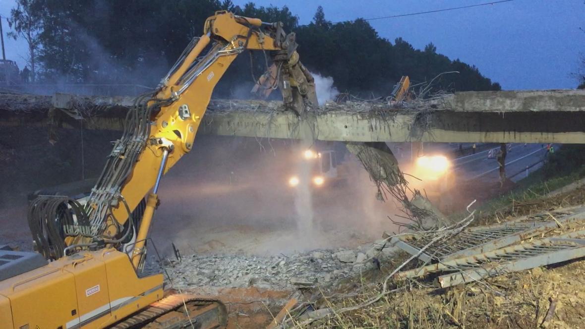 Demolice mostu na D1