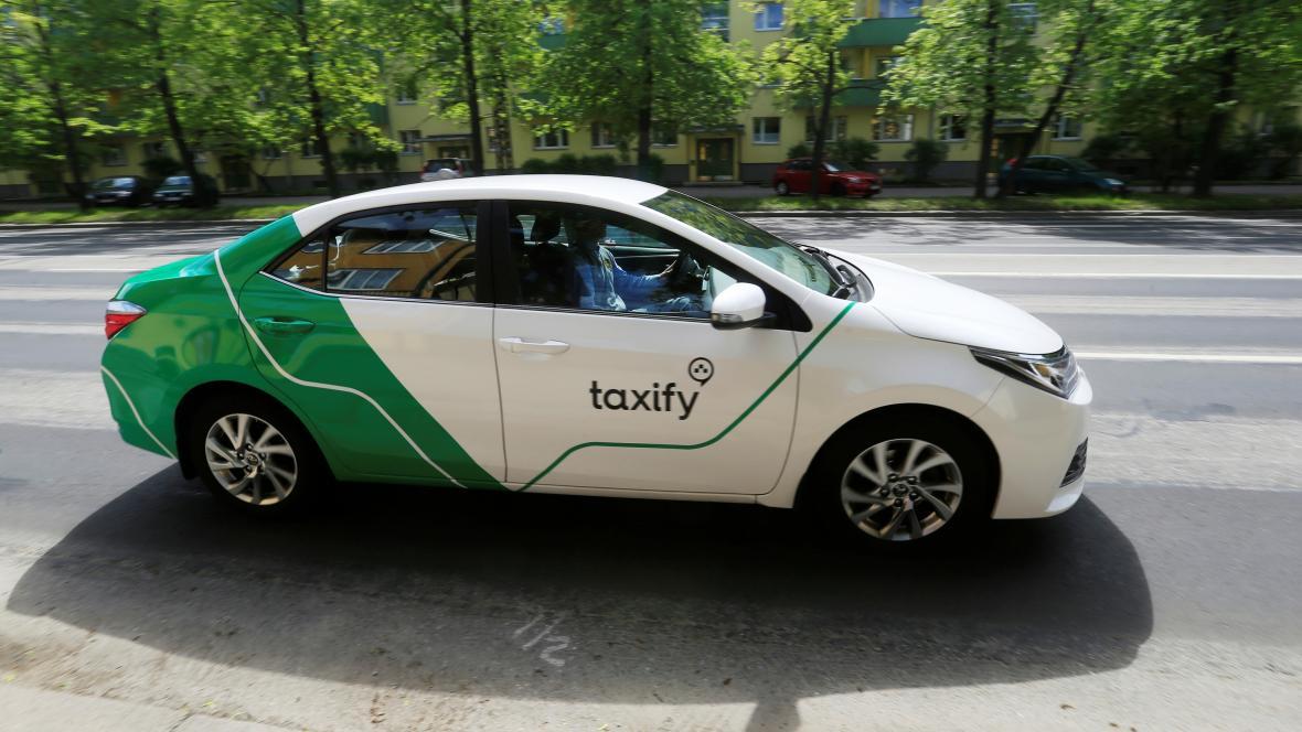 Vůz Taxify v estonském Tallinnu