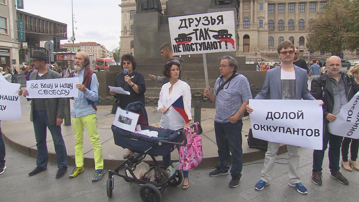 Happening připomínající protest osmi statečných v Moskvě roku 1968