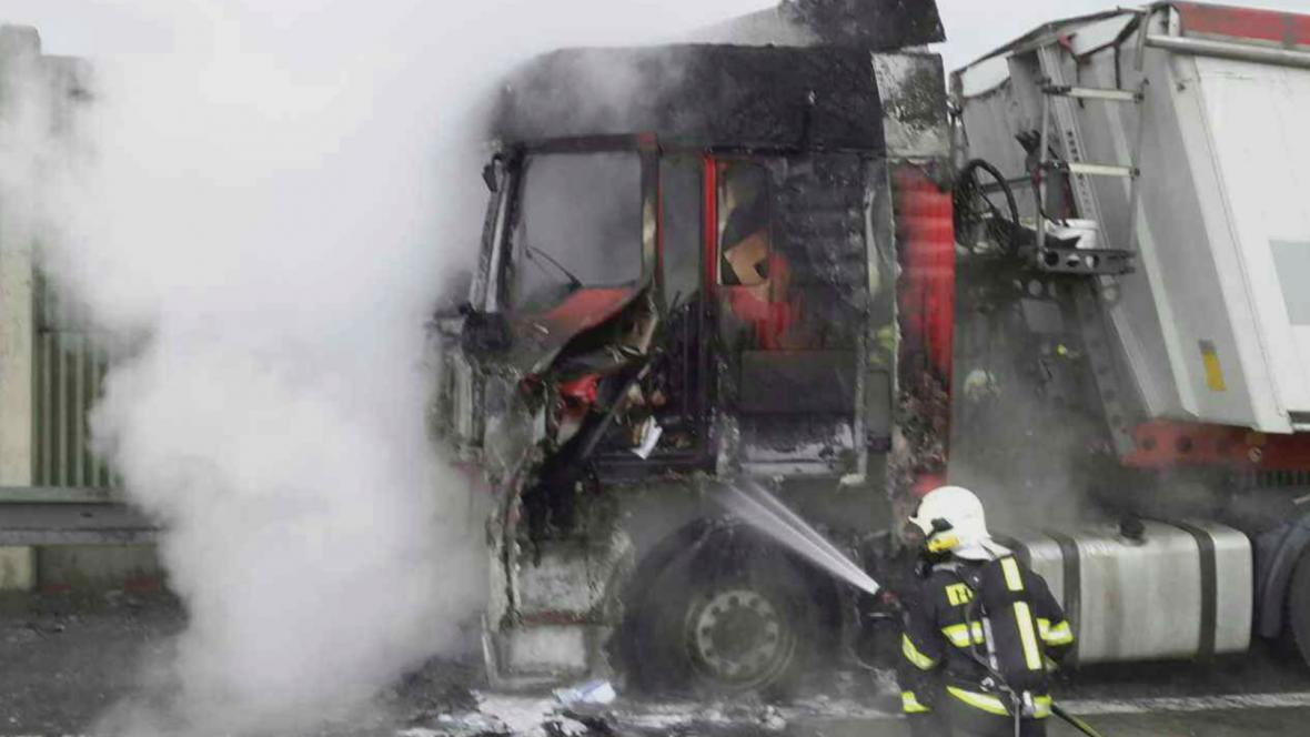 Požár kamionu na dálnici D1