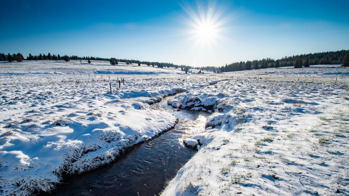 Zimní idylka v mrazové kotlině Rolava vKrušných horách  12. května ráno