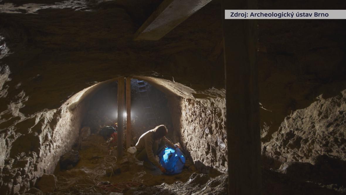 Archeologové začali lokalitu zkoumat po propadech silnice