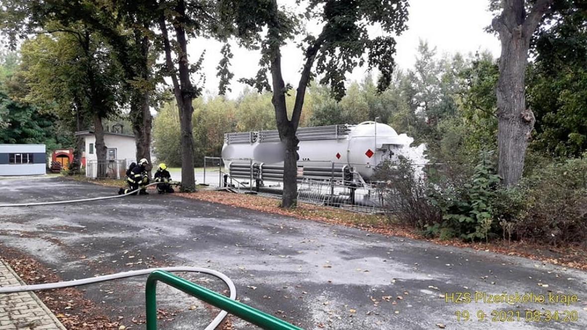 Únik plynu z vyrovnávací nádrže ve Zbůchu na Plzeňsku